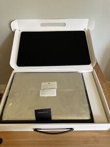"Macbook Pro (15.4"" Late 2011) 2.4 GHz Intel Core i7 8GB With Original Box"