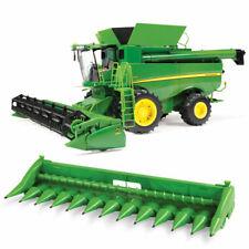 John Deere 1:16 S690 Combine with Corn and Daper Head