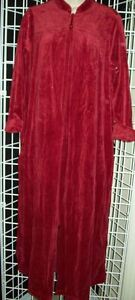 NWTD CABERNET LONG ZIP FRONT VELOUR ROBE FLORAL EMB w POCKETS CHERRY S NO TASSEL