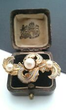 VINTAGE JEWELLERY-BLACK&GOLD ENAMEL DAMASCENE/TOLEDO BROOCH WITH FAUX PEARLS