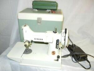VINTAGE SINGER 221K WHITE FEATHERWEIGHT SEWING MACHINE & CASE FOR REPAIR