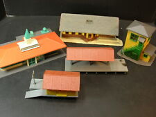 LOT of 5 HO Scale STRUCTURES  .HOWARD JOHNSONS, STATION, 3 PLATFORMS, TOWER