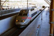 PHOTO  TGV ARRIVES AT AIX-EN-PROVENCE GARE TGV 2004