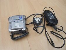 SAMSUNG DIGITAL CAM VP-D230 WITH CHARGER & REMOTE & CABLES