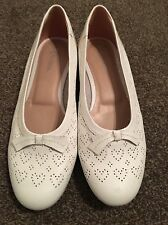 Rightstride Ladies Heart Design Flat Shoes/Pump Cream Size 36 used good conditon