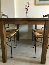 Conjunto de Mesa y 4 Sillas de Comedor - Madera oscura - Mimbre