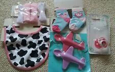Babero de bebé de niña conjunto Vaca De Lavado Paños De Minnie Maniquí 2pr Calcetines avión Cucharas BN NUEVO