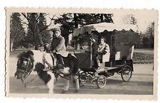 Petites filles garçon sur poney avec carriole - photo ancienne amateur an. 1951