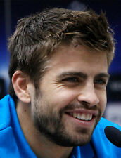 Gerard Pique UNSIGNED photo - H2635 - Spanish professional footballer