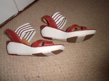 Funky lagenlook Clarks Unstructured red wedge sandals Size 6.5/40
