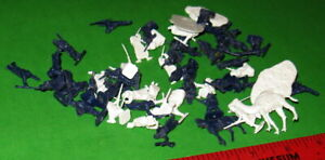 NICE LOT OF VINTAGE AIRFIX H/O SCALE FRENCH LEGION AND ARAB TRIBESMEN......