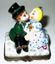 LIMOGES BOX ~ BOY & GIRL KISSING ON GARDEN BENCH ~ COUPLE IN LOVE ~ ANNIVERSARY