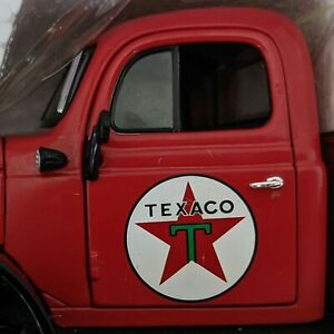 Texaco 1946 Dodge Power Wagon Tow Truck • 2006 RC2 ERTL 21760P 1:25 • New in Box