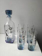 Bottiglia liquore whisky vetro decorazioni oro con sei bicchieri abbinati design