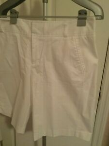 White Short Woman Size 16 by daisy fuentes above the knee pockets at the waist