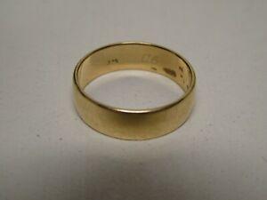 VINTAGE 9 CT GOLD WEDDING BAND RING