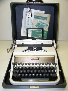 Antique 1956 Underwood White/Gold Quite Tab DeLuxe Vintage Typewriter #AC2794027
