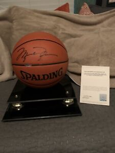 Michael Jordan Basketball autographed. Upper Deck Authenticated