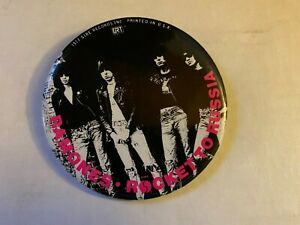 """Vintage The Ramones Rocket to Russia 1977 Sire Records 3"""" Pin Pinback"""