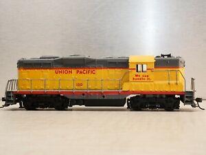 Athearn 3154 HO Scale Union Pacific GP-9 Diesel Locomotive #130 Dummy