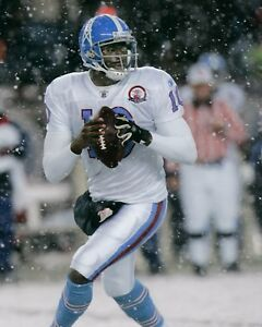 VINCE YOUNG 8X10 PHOTO TENNESSEE TITANS PICTURE NFL FOOTBALL IN THE SNOW