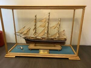 Model of the sailboat CUTTY SARK museum quality wood ship model