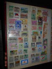 Album - Seite mit alten Briefmarken Asien