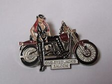 Pin's pin up - moto / Rassemblement One Eyed Jack's saloon (double accroche)