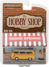 GREENLIGHT THE HOBBY SHOP 1975 VOLKSWAGEN TYPE 2 BUS w BACKPACKER 1/64 97010 C