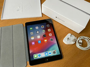 iPad Mini 3 16GB Space grey Boxed With Apple Cover Bundle