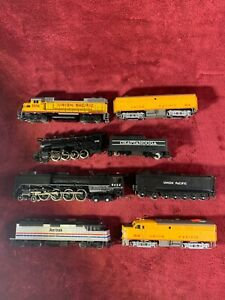 5 ENGINES 3 CARS HO TRAIN LOT - ATTIC FIND - CLEAN - LOOK CLOSE