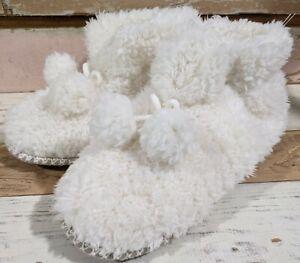 MukLuks Slippers L 9-10 Plush White House Shoes Cozy Faux Fur Soft PomPoms