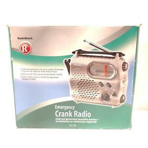 Radio Shack 20-238 Emergency Crank Radio Flashlight Internal Generator Powered