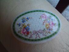 Porcelaine De Paris Vintage Rosas Ovalado de China Caja de la baratija en muy buena condición, sin electrónico