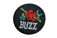 PATCH COEUR BUZZ ÉCUSSON   BRODÉ  THERMOCOLLANT COUTURES