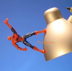 MARVEL HASBRO #2 COMICS SPIDER-MAN FIGURE MAGNET DIORAMA