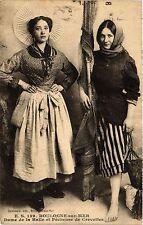 CPA BOULOGNE sur MER Dame de la Halle et Pécheuse de Crevettes (414393)