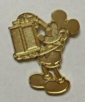Disney Pin Badge HKDL - Golden Mickey 2