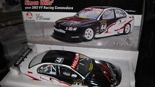 1/18 CLASSIC HOLDEN VY COMMODORE SIMON WILLS 2003 V8 SUPERCAR #44 DYNAMIK 18096