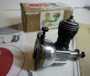 Cox  Vintage Thimble Drome Baby Bee 0.49 Glow Engine Used Good Condition refSW66
