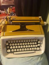 VINTAGE Royal Manual Typewriter Safari edition 1960's no case l@@k!!
