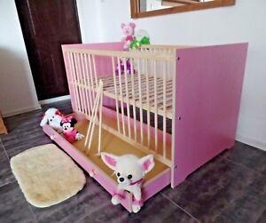 Babybett Gitterbett Kinderbett Komplet Set 70x140 UMBAUBAR Schublade rosa weiß