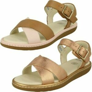 Girls Clarks Criss-Cross Detailed Sandals 'Skylark Pure K'