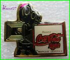 Pin's pins Badge Coca Cola Coke Avec une camera #H3