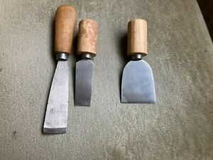 3 X CARPENTERS, SMALL SCRAPERS WITH WOODEN HANDLES