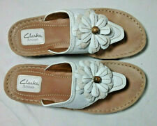 CLARKS ARTISAN 85545LEATHER THONG SANDALS WITH FLOWER - WHITE - 9M