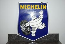 MICHELIN BIBENDUM. ANCIENNE PLAQUE EMAILLEE ECUSSON. RARE PETIT FORMAT.
