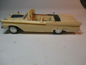 1959 Ford Convertible AMT 1/25