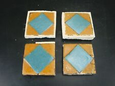 (Ensemble de 4) Très Rare - Grueby Pottery Carreau - (2 Couleurs - ) -