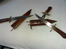 Set messen en vork met handvatten en houten schede